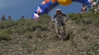 VTT Red Bull : Une descente en montagne