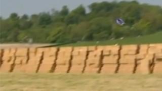 Wingsuit : Incroyable saut à 2500 pieds !