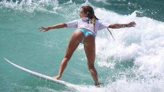 Surf : Leçon particulière d'Alana Blanchard !