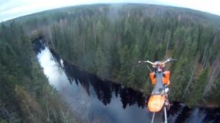Stunt moto et cascades impressionnantes : La StuntFreaksTeam !