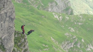 Wingsuit Base Jump : Guillaume Beck