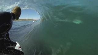 Surf GoPro : Kelly Slater et les dauphins !