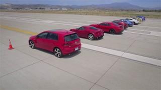 10 voitures de sport se défient en ligne droite !