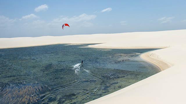 kitesurf desert