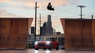 Night Riders : Publicité Mini avec Tony Hawk