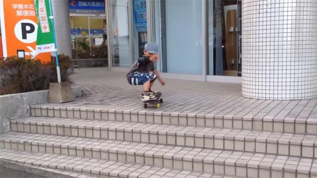 plus jeune skateboarder