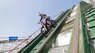 Julien Dupont en trial sur des montagnes russes !