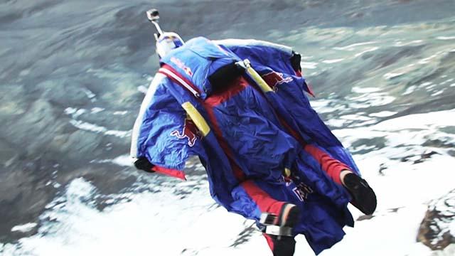 Wingsuit de Valery Rozov depuis le Kilimandjaro