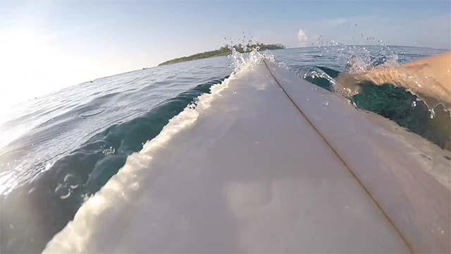 Surf aux Maldives avec Hugo Prins