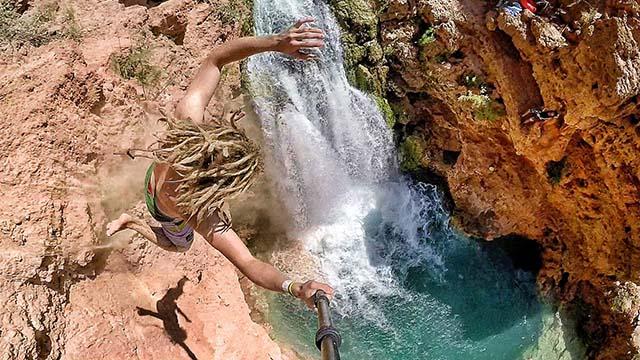 plongeon dans les chutes d'eau d'Havasu
