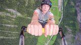 Quentin Luçon réalise un BASE jump depuis un parapente !